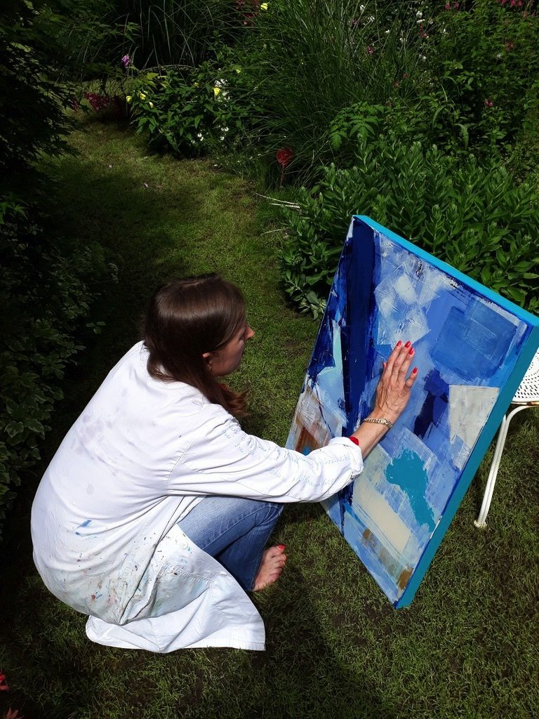 Priscille's painting workshop, in the garden for drying