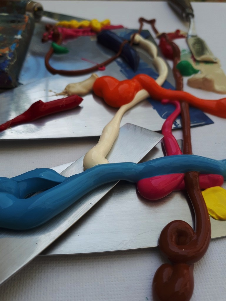 Priscille's painting tools: spatulas and acrylic paint